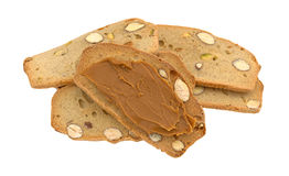Τραγανές φέτες ψωμιού φυστικιών αμυγδάλων με το βούτυρο μπισκότων Στοκ Εικόνα
