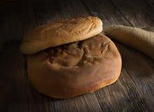 Τραγανό κενό πιάτο ψωμιού Στοκ φωτογραφία με δικαίωμα ελεύθερης χρήσης