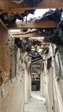 Τραγικός πρόσφατος - πυρκαγιά σπιτιών νύχτας Στοκ εικόνες με δικαίωμα ελεύθερης χρήσης