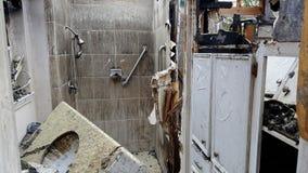 Τραγικός πρόσφατος - πυρκαγιά σπιτιών νύχτας Στοκ Εικόνες
