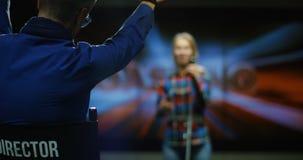 τραγουδώντας νεολαίες γυναικών απόθεμα βίντεο