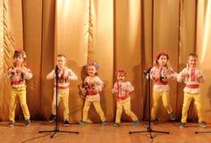 Τραγουδιστές καλλιτεχνών παιδιών Στοκ Εικόνες