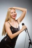 τραγουδώντας γυναίκα στοκ εικόνα