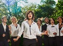 Τραγουδώντας φίλοι Στοκ φωτογραφία με δικαίωμα ελεύθερης χρήσης