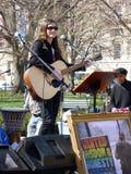 Τραγούδι για να διαμαρτυρηθεί την πυρηνική ενέργεια Στοκ Εικόνα