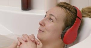 Τραγούδι γυναικών στο λουτρό απόθεμα βίντεο