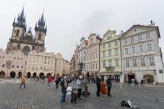 Τραγούδια παιχνιδιού ζωνών τζαζ ταλάντευσης στην παλαιά πλατεία της πόλης, Πράγα, Δημοκρατία της Τσεχίας Στοκ Εικόνα