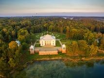 Τρακάι, Λιθουανία: Εναέρια UAV τοπ άποψη του παλατιού Uzutrakis στοκ φωτογραφία
