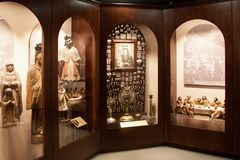 ΤΡΑΚΆΙ, ΛΙΘΟΥΑΝΙΑ - 2 ΙΑΝΟΥΑΡΊΟΥ 2013: Εσωτερικό του μουσείου της ιερής τέχνης στοκ εικόνα