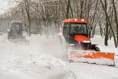 τρακτέρ δύο χιονιού αφαίρε& Στοκ Εικόνες