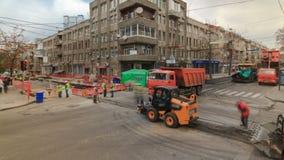 Τρακτέρ, κύλινδρος στην περιοχή οδικής επισκευής timelapse Εξοπλισμός οδοποιίας απόθεμα βίντεο