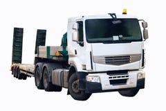 Τρακτέρ φορτηγών με το ημιρυμουλκούμενο όχημα, που απομονώνεται Στοκ Εικόνες