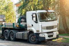 Τρακτέρ φορτηγών με το ημιρυμουλκούμενο όχημα Στοκ Εικόνες