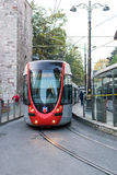 Τραμ μέσα κεντρικός στη Ιστανμπούλ Στοκ Εικόνες