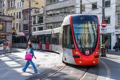 Τραμ μέσα κεντρικός στη Ιστανμπούλ Στοκ φωτογραφία με δικαίωμα ελεύθερης χρήσης