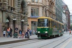 Τραμ στην οδό πόλεων Ελσίνκι Στοκ Εικόνα