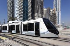 Τραμ στη μαρίνα του Ντουμπάι στοκ φωτογραφία με δικαίωμα ελεύθερης χρήσης