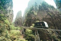 Τραμ στον τρόπο να οξύνει του βουνού Huangshan, Anhui, Κίνα Στοκ εικόνα με δικαίωμα ελεύθερης χρήσης