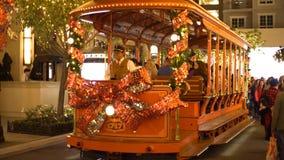Τραμ Χριστουγέννων στη λεωφόρο αγορών, Glendale Galleria απόθεμα βίντεο