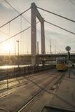 Τραμ no 2 στη Βουδαπέστη και τη γέφυρα της Elisabeth Στοκ φωτογραφία με δικαίωμα ελεύθερης χρήσης