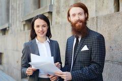 Τραπεζίτες με τα έγγραφα στοκ εικόνα με δικαίωμα ελεύθερης χρήσης