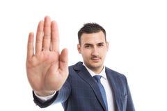 Τραπεζίτης ή μεσίτης που παρουσιάζει φοίνικα ως χειρονομία λαβής παραμονής στάσεων Στοκ Εικόνα
