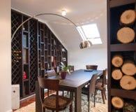 Τραπεζαρία στο διαμέρισμα σοφιτών Στοκ Φωτογραφίες