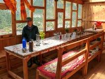 Τραπεζαρία στο οίκημα σε ανώτερο Pisang, Νεπάλ Στοκ Εικόνα