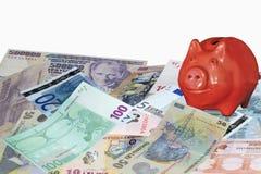 Τραπεζογραμμάτια με τη piggy τράπεζα Στοκ φωτογραφία με δικαίωμα ελεύθερης χρήσης