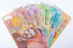 Τραπεζογραμμάτια της Νέας Ζηλανδίας που τίθενται στο άσπρο υπόβαθρο Στοκ εικόνα με δικαίωμα ελεύθερης χρήσης