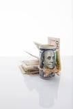Τραπεζογραμμάτιο εκατό δολάρια, που δένονται με το σχοινί Στοκ εικόνες με δικαίωμα ελεύθερης χρήσης