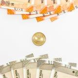 Τραπεζογραμμάτιο και νόμισμα νέων ρουπίων Ινδού 200 και 500 Ινδική έννοια σημαιών