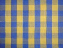 Τραπεζομάντιλο με το τετράγωνο ή gingham το σχέδιο Στοκ φωτογραφία με δικαίωμα ελεύθερης χρήσης