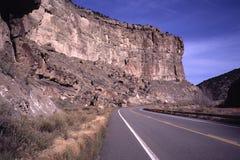 Τραχιά εθνική οδός βουνών στοκ εικόνα με δικαίωμα ελεύθερης χρήσης