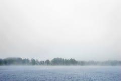 Τραχιά θάλασσα στην ομίχλη Στοκ Φωτογραφίες