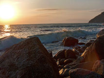 Τραχιά θάλασσα στο ηλιοβασίλεμα Στοκ Εικόνα
