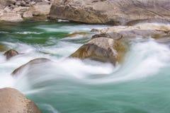 Τραχιά ορμητικά σημεία ποταμού νερού Στοκ εικόνα με δικαίωμα ελεύθερης χρήσης