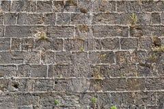Τραχιά σύσταση ενός παλαιού τοίχου πετρών Στοκ εικόνα με δικαίωμα ελεύθερης χρήσης