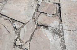 Τραχιά σύσταση του τοίχου πετρών η ανασκόπηση διασταυρώνει τη δύσκολη δομή πετρών βράχου Στοκ εικόνες με δικαίωμα ελεύθερης χρήσης
