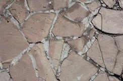 Τραχιά σύσταση του τοίχου πετρών η ανασκόπηση διασταυρώνει τη δύσκολη δομή πετρών βράχου Στοκ Φωτογραφία