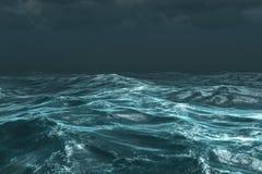 Τραχύς θυελλώδης ωκεανός κάτω από το σκοτεινό ουρανό ελεύθερη απεικόνιση δικαιώματος
