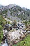 Τραχύς ποταμός βουνών Στοκ εικόνα με δικαίωμα ελεύθερης χρήσης