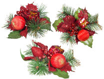 Τρεις απομονωμένες κόκκινες και πράσινες διακοσμήσεις Χριστουγέννων Στοκ Εικόνα