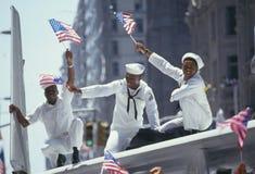 Τρεις αφρικανικός-αμερικανικοί ναυτικοί στην παρέλαση Στοκ φωτογραφία με δικαίωμα ελεύθερης χρήσης