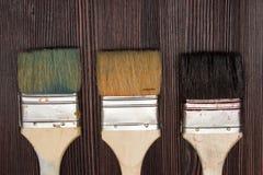 Τρεις βούρτσες σε ένα ξύλινο υπόβαθρο Στοκ Εικόνες