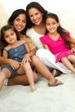 Τρεις γενεές του ισπανικού χαμόγελου γυναικών Στοκ Φωτογραφία