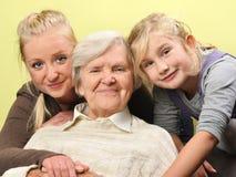 Τρεις γυναίκες - τρεις γενεές. Στοκ Φωτογραφίες