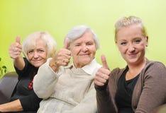Τρεις γυναίκες - τρεις γενεές. Στοκ φωτογραφία με δικαίωμα ελεύθερης χρήσης