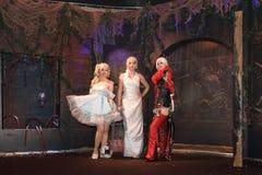 Τρεις γυναίκες cosplayer θέτουν στην εμπορική έκθεση Gamescom το 2017 Στοκ Φωτογραφίες