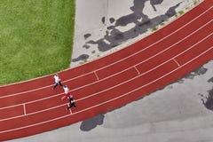 Τρεις δρομείς treadmill, τοπ άποψη στοκ εικόνες
